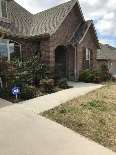 Fayetteville Single Family Home For Sale: 3825 E Spanish Bay Pl