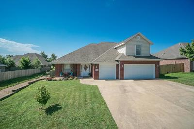 Centerton Single Family Home For Sale: 701 Spur Lane