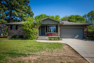 Fayetteville Single Family Home For Sale: 2810 W Mt Comfort Road