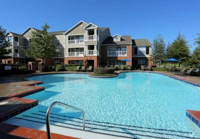 Fayetteville Condo/Townhouse For Sale: 4261 NE Meadow Creek #207