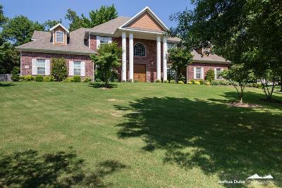 Fayetteville Single Family Home For Sale: 2390 E Whispering Oaks Lane