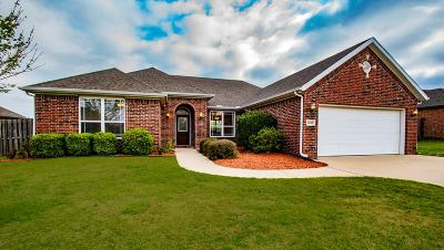 Fayetteville Single Family Home For Sale: 3238 W Thornebrook