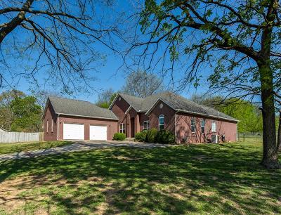 Prairie Grove Single Family Home For Sale: 800 E Parks