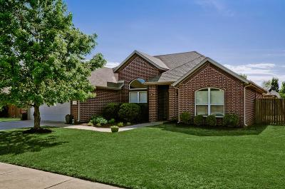 Fayetteville Single Family Home For Sale: 2595 N Fire Fly Catch Drive