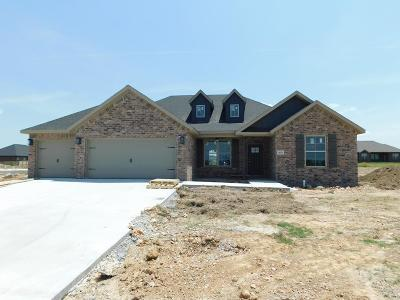 Fayetteville Single Family Home For Sale: 18335 Phelps Circle