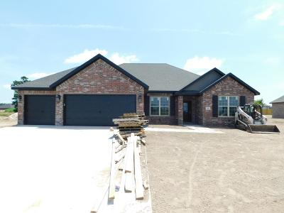 Fayetteville Single Family Home For Sale: 18351 Phelps Circle