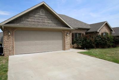 Cave Springs Single Family Home For Sale: 956 Stone St