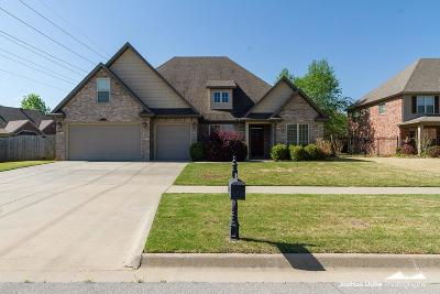 Fayetteville Single Family Home For Sale: 4285 W Morning Mist Dr