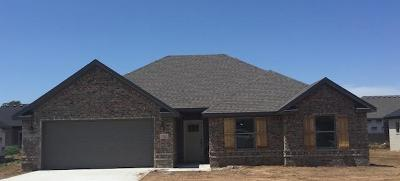 Prairie Grove Single Family Home For Sale: 711 Captain Marshall Drive