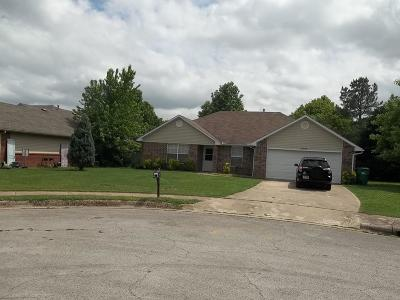 Springdale Single Family Home For Sale: 3095 Suzanne