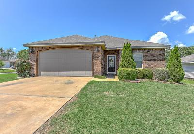 Bentonville Single Family Home For Sale: 912 SW Apache Ct
