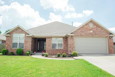 Springdale AR Single Family Home For Sale: $219,000