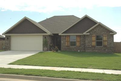 Prairie Grove Single Family Home For Sale: 650 Captain Reid Ln