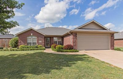 Fayetteville Single Family Home For Sale: 4096 Spring House