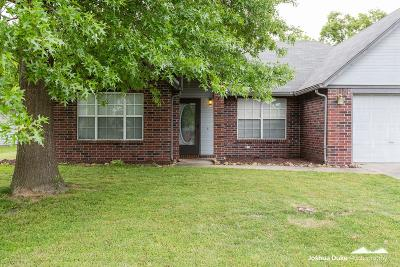Springdale AR Single Family Home For Sale: $173,000