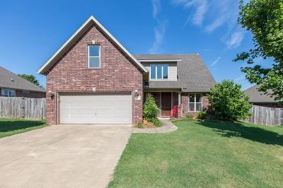 Fayetteville Single Family Home For Sale: 2375 N Hidden Creek Dr.