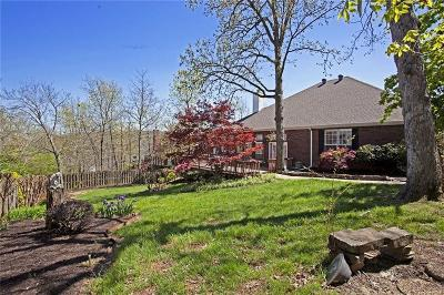 Fayetteville Single Family Home For Sale: 2216 E Meandering Way