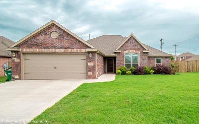 Centerton Single Family Home For Sale: 1051 Walker