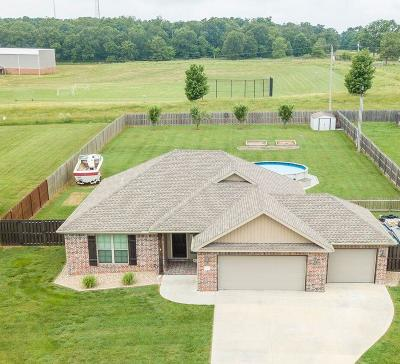 Bentonville Single Family Home For Sale: 8663 Ruth Ln