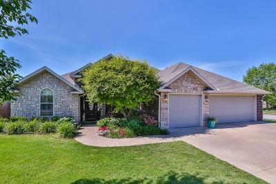 Bentonville Single Family Home For Sale: 2211 SW Pinoak Avenue