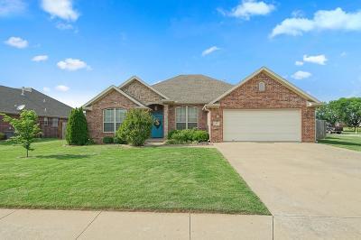 Centerton Single Family Home For Sale: 102 Skinner Street