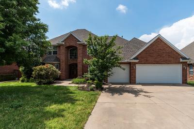Bentonville Single Family Home For Sale: 705 SW Thorncroft Avenue