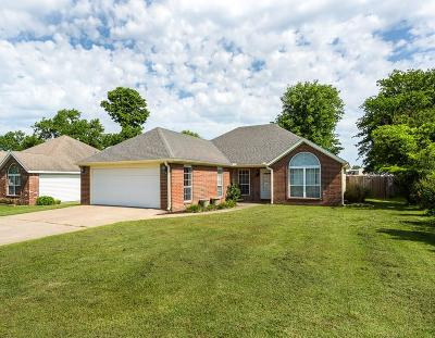 Siloam Springs Single Family Home For Sale: 401 Glenwood Pl
