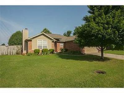 Bentonville Single Family Home For Sale: 812 SW Navajo Drive