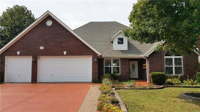 Fayetteville Single Family Home For Sale: 2045 Cherry Hills DR