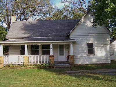 Elkins Single Family Home For Sale: 150 S Center ST