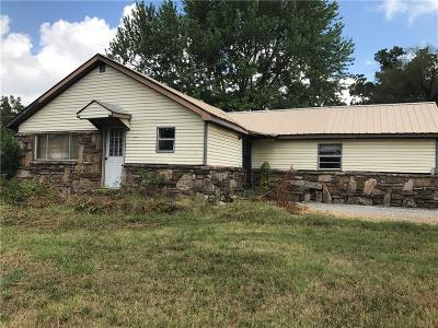 Springdale AR Single Family Home For Sale: $125,000