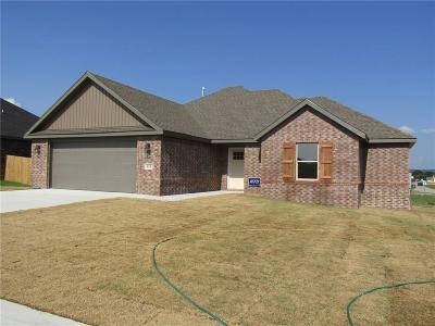 Prairie Grove Single Family Home For Sale: 610 Captain Reid Lane