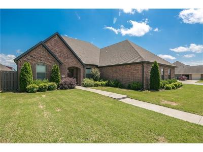 Fayetteville Single Family Home For Sale: 584 N Mulligan DR