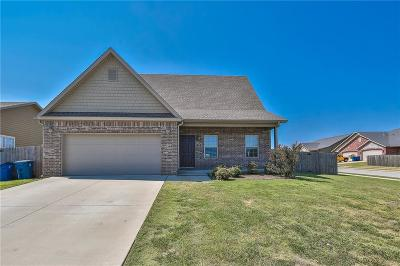 Bentonville Single Family Home For Sale: 700 Caprington ST