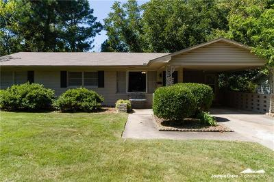 Fayetteville Single Family Home For Sale: 819 Woodlawn DR