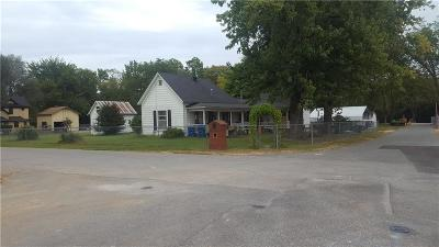 Bentonville Single Family Home For Sale: 302 NE B ST
