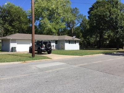Fayetteville Single Family Home For Sale: 940 W Lawson ST