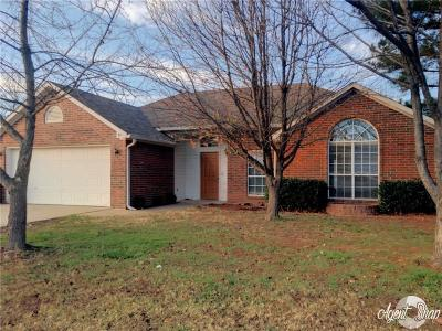 Rogers Single Family Home For Sale: 1303 E Kara LN
