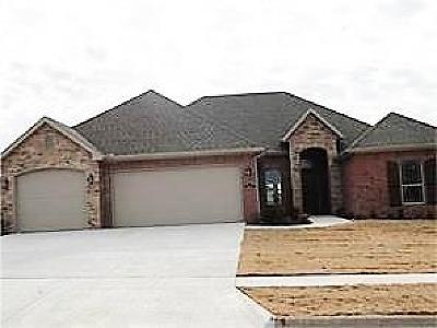 Fayetteville Single Family Home For Sale: 4744 W Oldham