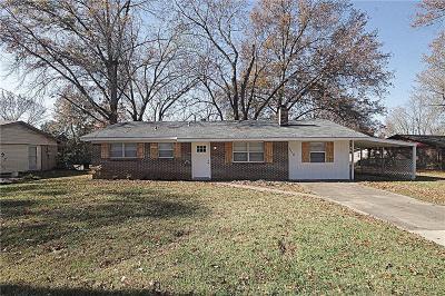 Bentonville AR Single Family Home For Sale: $169,200