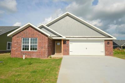 Siloam Springs Single Family Home For Sale: 2241 N Inglewood ST