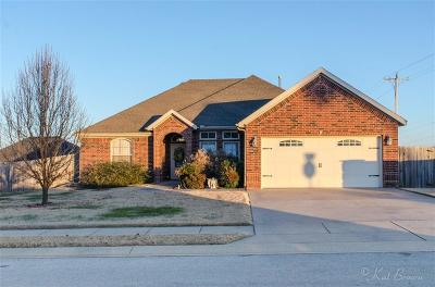 Pea Ridge Single Family Home For Sale: 100 Blair CIR