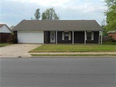 Bentonville Single Family Home For Sale: 1300 SE 21st ST