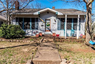 Fayetteville Single Family Home For Sale: 320 E Maple ST