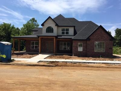 Fayetteville Single Family Home For Sale: 2433 W Absolute ST