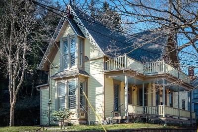 Carroll County Single Family Home For Sale: 212 Spring Street