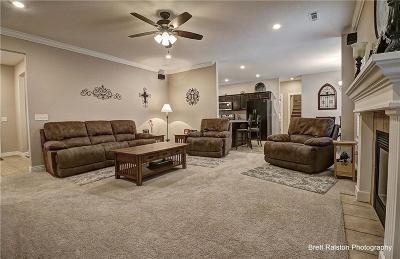Cave Springs Single Family Home For Sale: 513 Oak Run Lane
