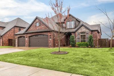 Bentonville Single Family Home For Sale: 1105 NE Saint Ives Road