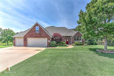 Bentonville Single Family Home For Sale: 111 NE Lake Forest LN