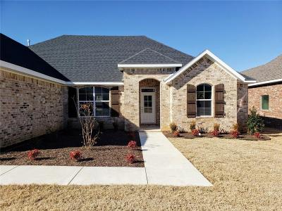 Fayetteville Single Family Home For Sale: 431 N Drywood Creek DR